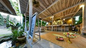 Wapa Di Ume Resort Spa - Balinese Palm Leaf Creation