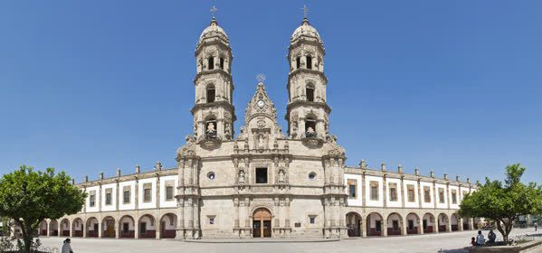Things to do in Guadalajara - Basílica de Zapopan