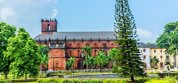 Things to do in Goa - Basilica of Bom Jesus