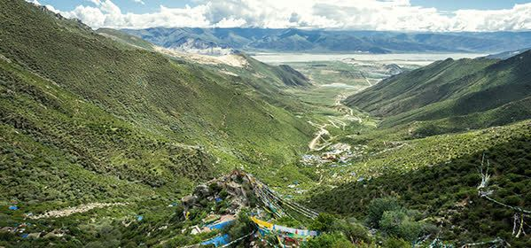 Things to do in Tibet - Chimpu retreat caves