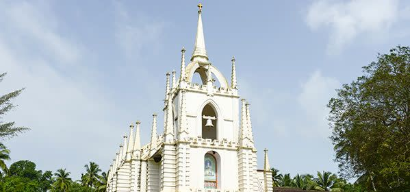 Things to do in Goa - Church of Mae de Deus (Saligao)