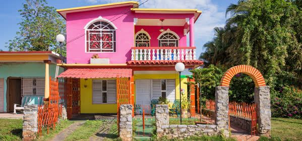Things to do in Viñales - Colorful houses