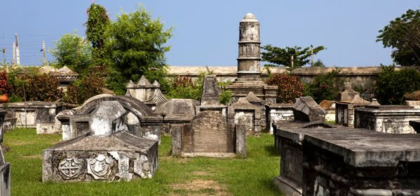 Things to do in Kochi - Dutch Cemetery