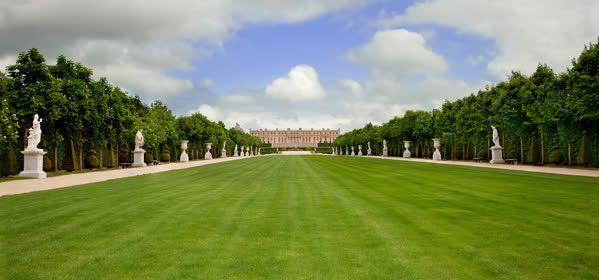 Things to do in Chateau de Versailles - Green Carpet