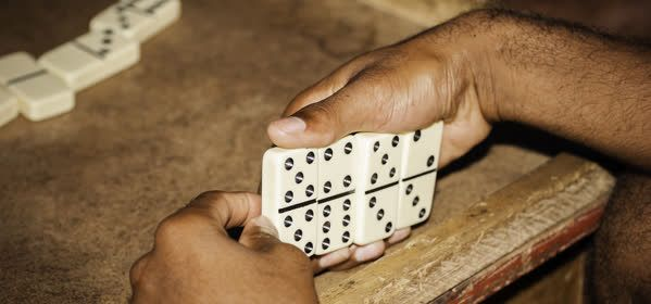 Things to do in Negril - Playing Dominoes