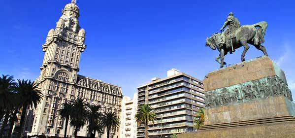 Things to do in Montevideo - Plaza Independencia