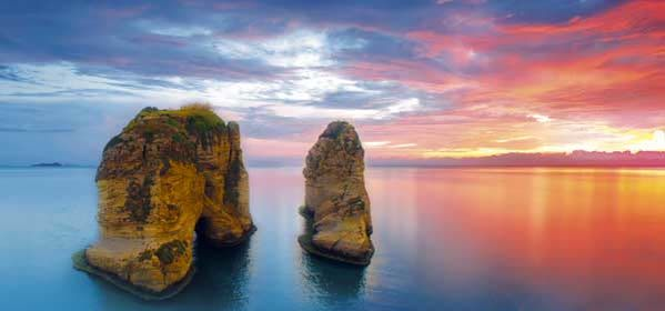 Things to do in Beirut - Raouche Sea Rock