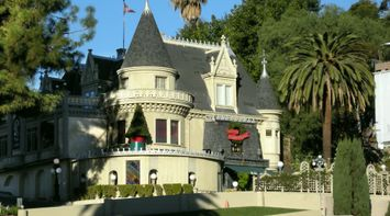 title: Beautiful Villa in Los Angeles Decorated for Christmas