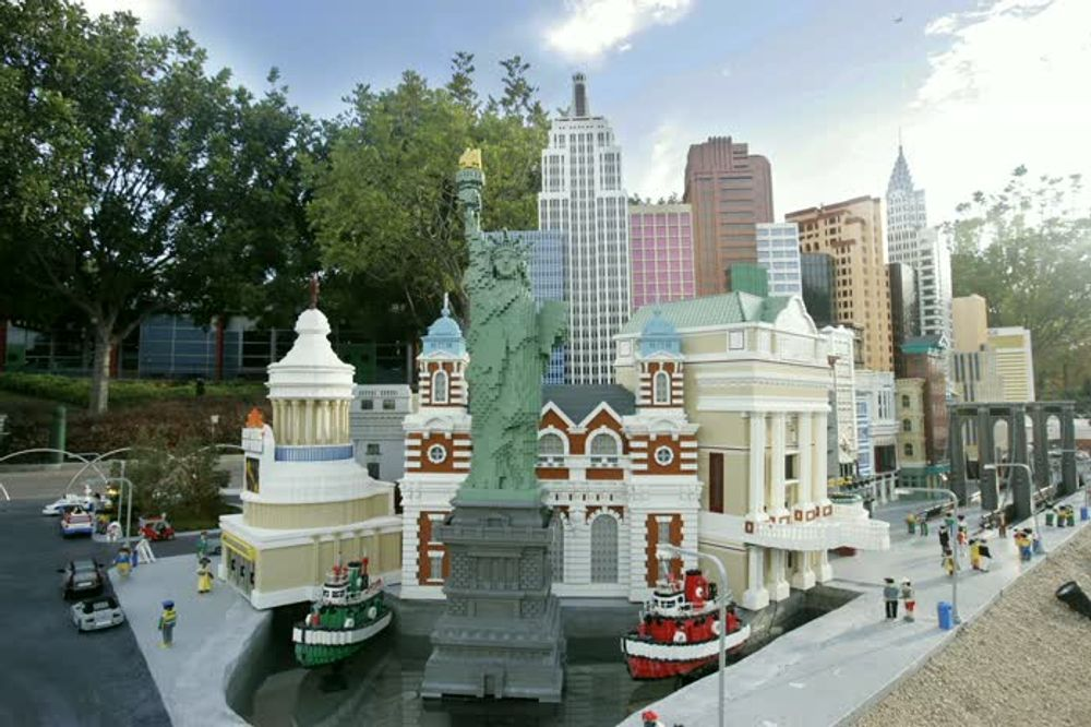 Legoland Assorted Landmarks with Statue of Liberty