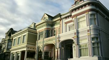 title: Pretty Ornate Decorated House in San Francisco