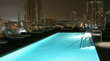 title: Swiming Pool on the Rooftop of Hotel in San Diego