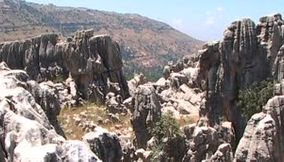 Over the rocks of Kfardebian