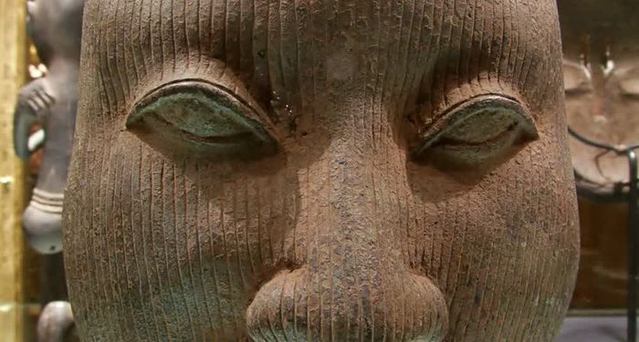 title: Close Up of Native Clay Sculpture at the Emirates Palace Abu Dhabi