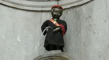 खोज Brussels Manneken Pis Little Boy Man Pee in Brussels Belgium