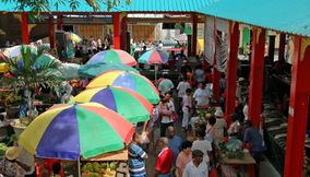 title: Crowded market Seychelles