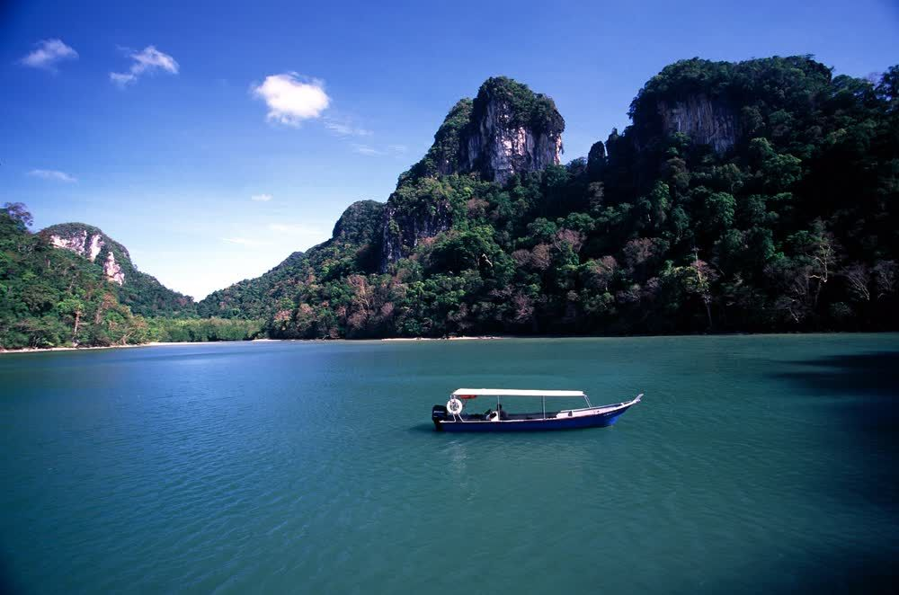 title: Lake of pregnant maiden Langkawi