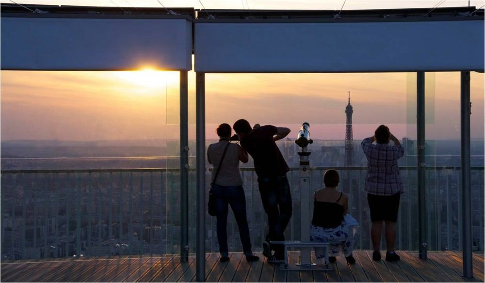 Family Sightseeing from Tour Montparnasse 56