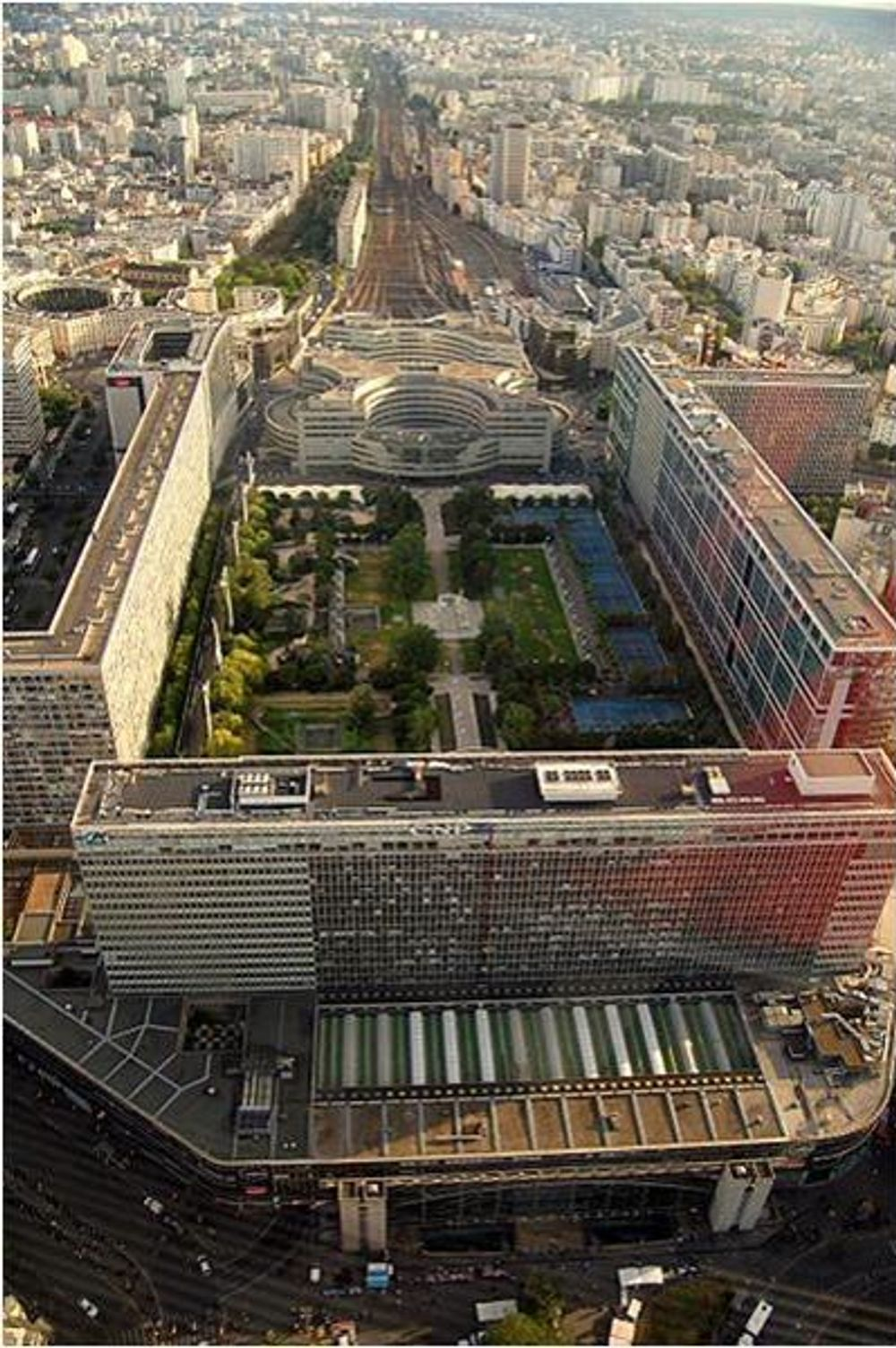 title: Jardin Atlantique Landmark Seen from Tour Montparnasse