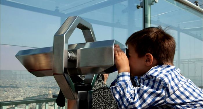 title: Kid Sightseeing at Tour Montparnasse 56