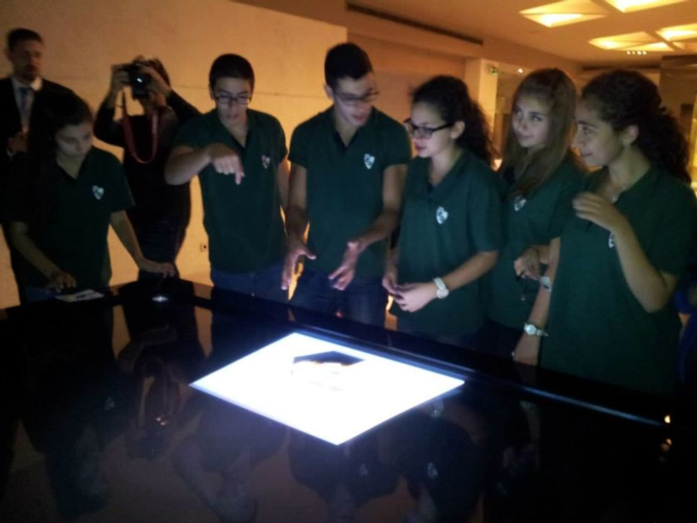 Students Learning from the Multitouch Table at MIM