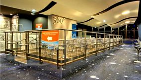 The Stylish 360 Cafe of Tour Montparnasse 56