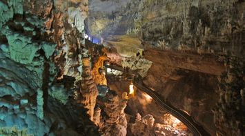 Exploration of the Huge Beautiful Preserved Caves