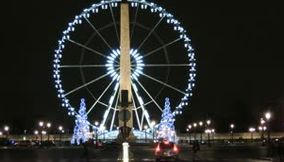 title: Video of the Turning Ferris Wheel on Place de la Concorde at Night