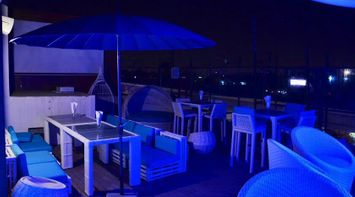 Deck The sky Bar