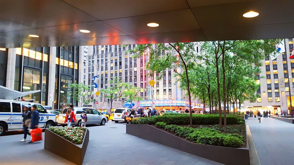 title: Avenue of the Americas