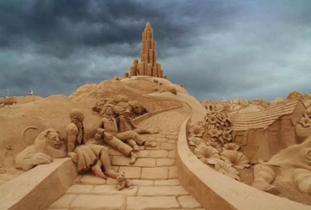 Sand Sculptures ,Amazing Sand Art !