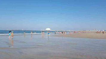title: The main beach of Porto Matosinhos beach